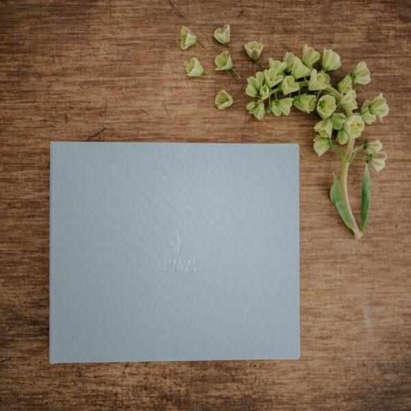 Album w oczekiwaniu na dziecko srebrny zdjęcie z góry Czekając na Ciebie Papierowe Sztuki