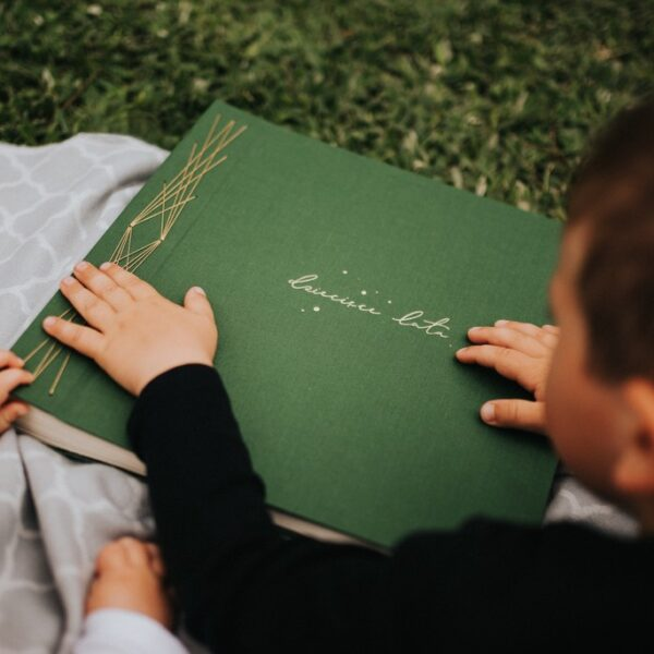 Album na zdjęcia z dzieciństwa w zielonym kolorze Papierowe Sztuki
