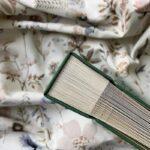 Widok na bok księgi gości do wklejania zdjęć