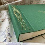 Szyta złotymi nićmi elegancka księga gości zielona