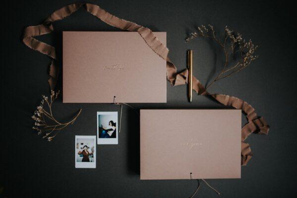 Dwa pudełka na zdjęcia 10x15 w kolorze brudnego różu Papierowe Sztuki